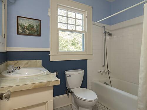 17-Hall-Bath