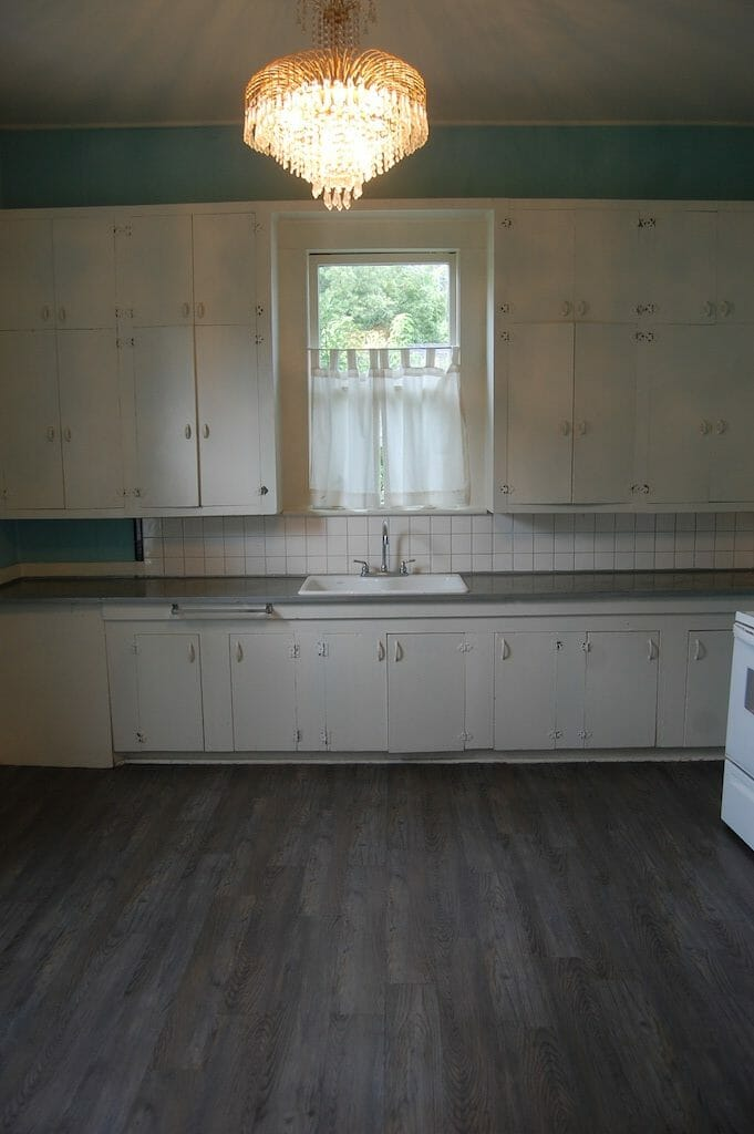 7 - Kitchen